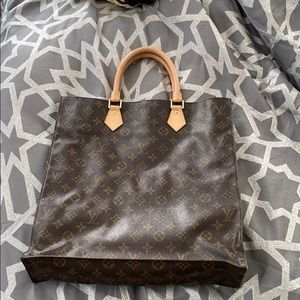 ❣️Louis Vuitton Monogram Plat❣️